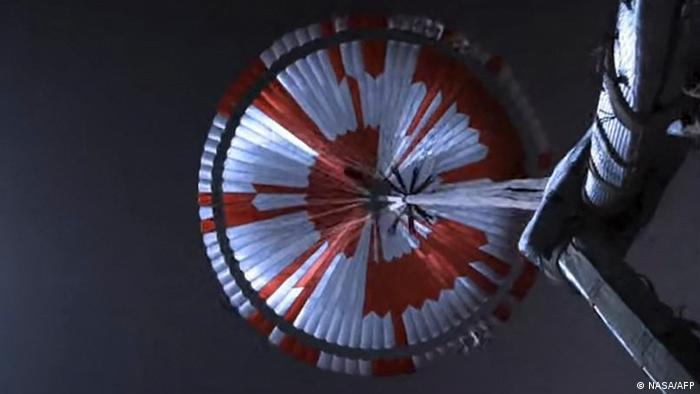 Apertura del paracaídas supersónico.