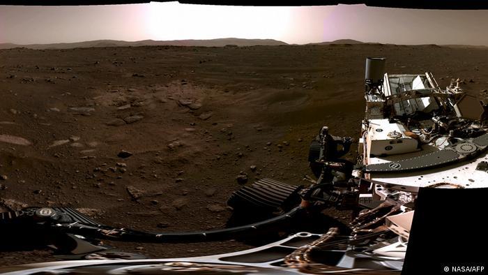 Панорамний знімок Марсу, зроблений навігаційними камерами Perseverance, лютий 2021 року