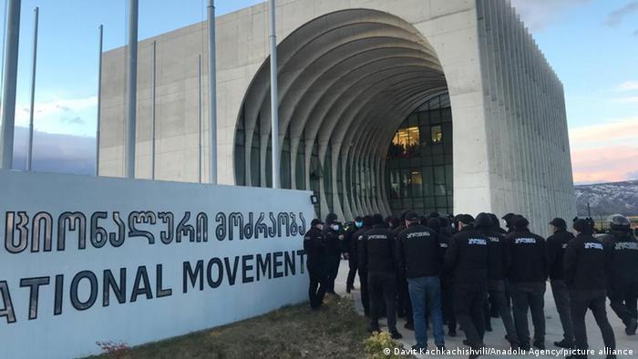 Силовики штурмували офіс опозиційної партії Єдиний національний рух у Тбілісі