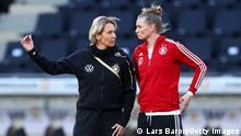 Deutschland Frauen Fussball Nationalmannschaft Training | Martina Voss-Tecklenburg und Alexandra Popp