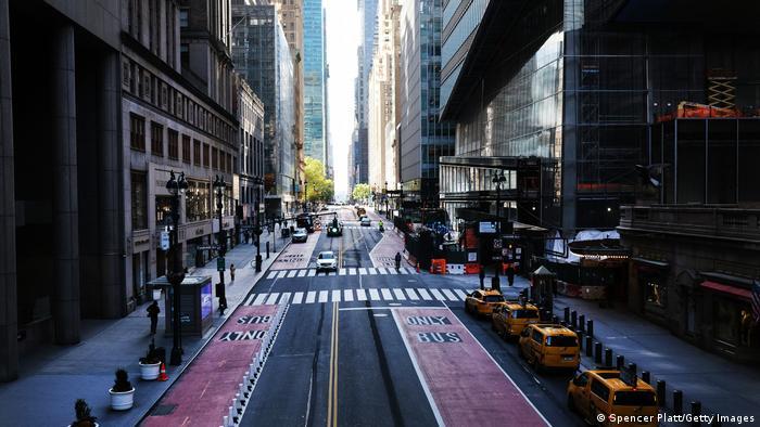USA | 500.000 Covid-19-Todesopfer | leerer Straßenzug in NY