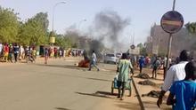 Niger Protest gegen Ergebnis der Präsidentschaftswahl. Die Leute demonstrieren heute wegen der Resultate, nach denen der Kandidat der regierenden Partei, Mohamed Bazoum, die Praesidentschaftswahl von Sonntag (21.02) gewonnen hat. Foto: Mahamadou Abdoulkarim/DW 23.2.2021