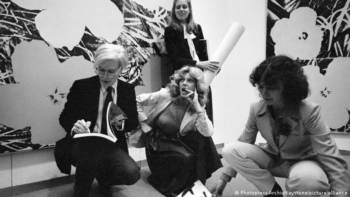 Енді Воргол дає автограф фанаткам у 1978 році в Цюриху