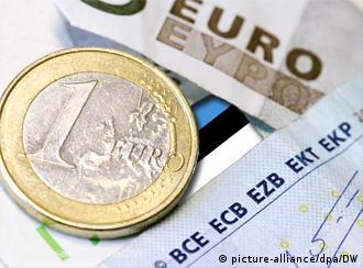 euro coin and bills