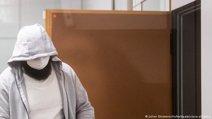 Abu Walaa durante o julgamento no tribunal de Celle