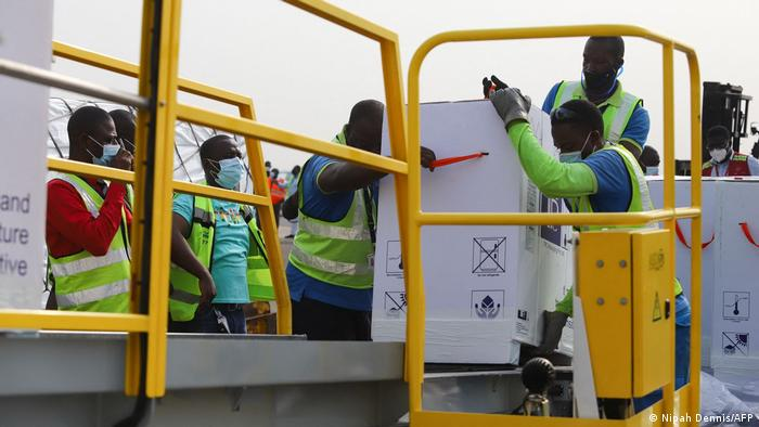 Ghana airport workers offload COVID-19 vaccines