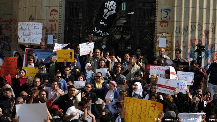 مظاهرة في مصر عام 2012 ضد فحوص العذرية لبعض المتظاهرات