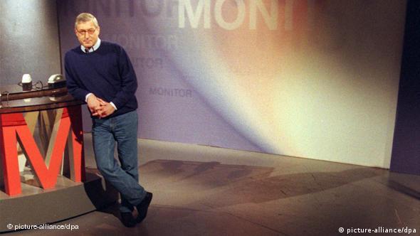 Μόνιτορ, συνώνυμο της ερευνητικής δημοσιογραφίας. Παλαιότερο στιγμιότυπο από το στούντιο του WDR στην Κολωνία.