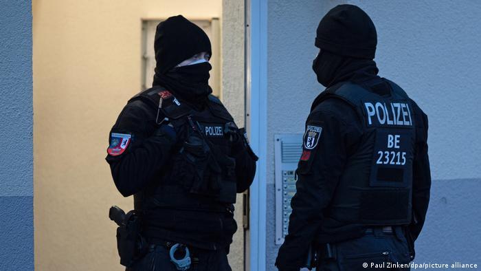 Policia në Berlin duke bërë një aksion kontrolli kundër organizatës salafiste Jama'atu