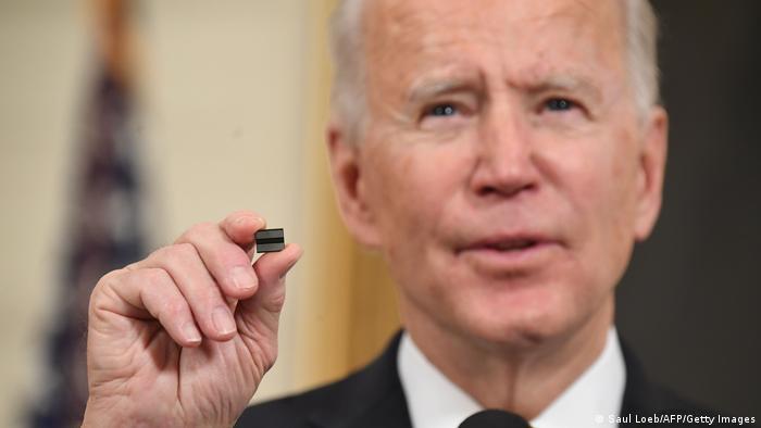 USA Washington   Joe Biden unterschreibt Dekret um die Versorgung von Semiconductor Chips zu verbessern