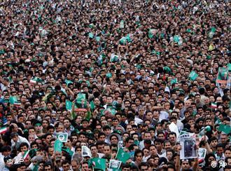 هل فقدت الحركة الخضراء زخمها بعد عام (الصورة من فعالية انتخابية لأنصار موسوي في 25 مايو/آيار 2009)