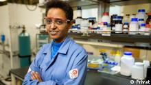 Professorin Sossina Haile professor Sossina is a professor of material science and engineering and applied physics at Northwestern University in Chicago America. She created the first «solid acid fuel cell» using a new type of super protonic compound. She is known too in her research in the energy field especially in sustainable electrochemical energy technologies. And she still wrote over 200 articles on the field and holds 14 patents. Copyright: Professor Sossina Haile @privat