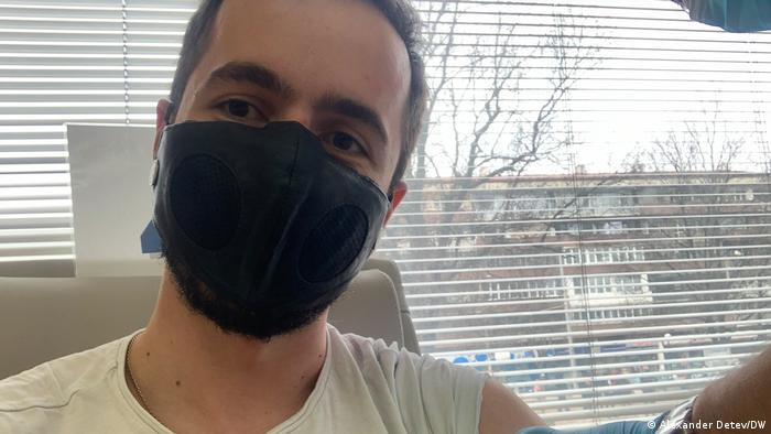 Alexandar Detev with mask after the vaccination