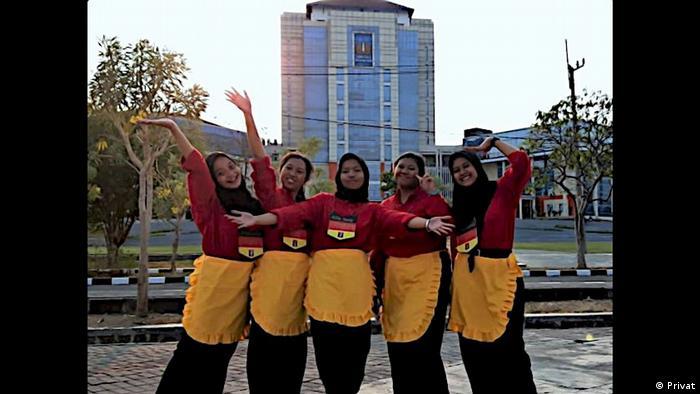 Mahasiswa jurusan Sastra Jerman di Surabaya