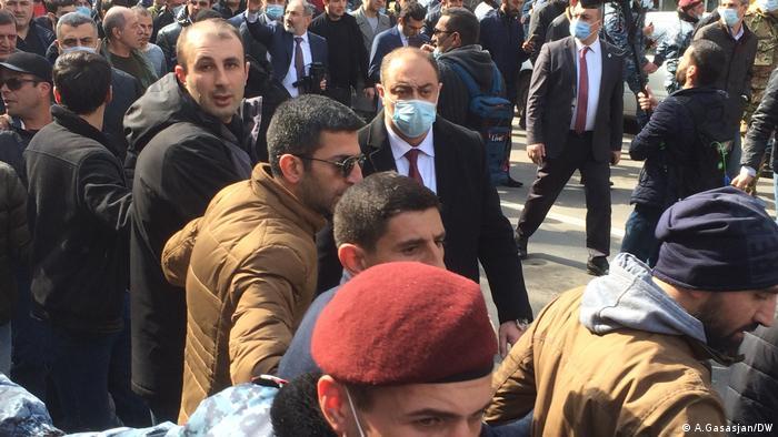 نیکول پاشینیان، نخستوزیر ارمنستان در راهپیمایی هوادارنش در ایروان، ۲۵ فوریه ۲۰۲۱