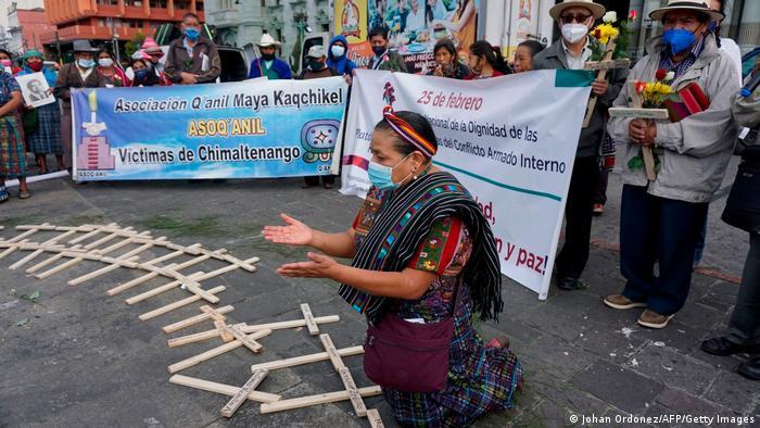 Foto de Rigoberta Menchú en protesta indígena