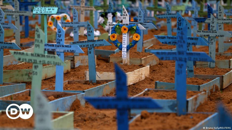 Brazil: Over 250,000 COVID-19 deaths in one year | DW | 27.02.2021