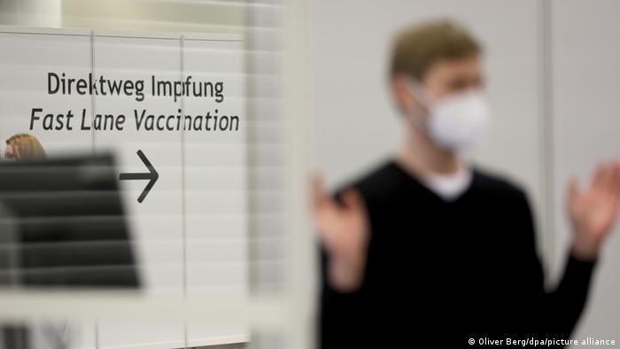 Deutschland Coronavirus l Impfzentrum Köln