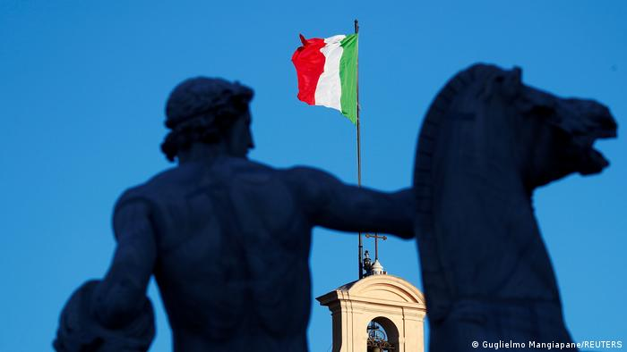 Italien l italienische Fahne - Quirinale Palace in Rom