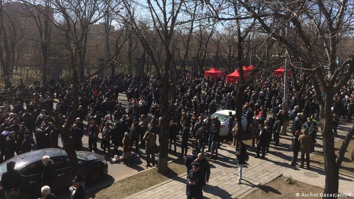 Демонстранты в Ереване, 26 февраля 2021 года