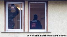 صورة من الأرشيف لحملة مداهمة للشرطة الألمانية ضد النازيين الجدد في ولاية تورينغن.