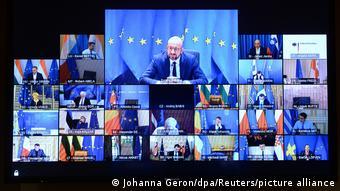 Мониторы с изображением европейских политиков