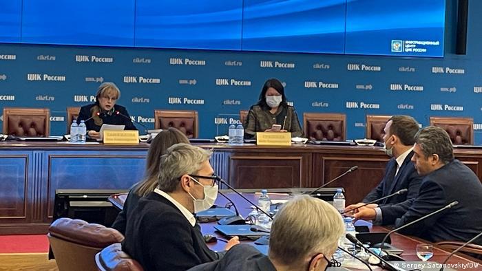 Председатель и секретарь ЦИК России Элла Памфилова и Майя Гришина на встрече с политологами, 26 февраля 2021 г.