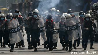 Myanmar Yangon Proteste Putsch Polizei