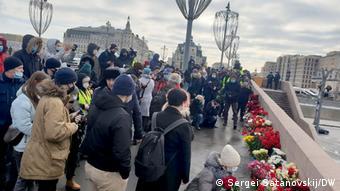 По подсчетам Белого счетчика, память Немцова пришли почтить свыше 10 тысяч человек