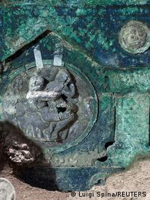 Елемент знайденої в Помпеях колісниці