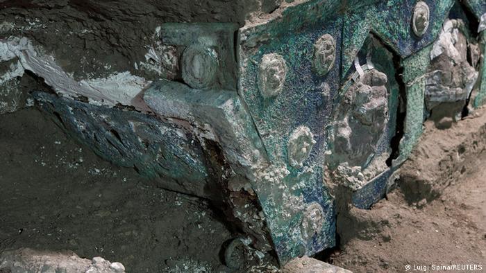 Частина знайденої в Помпеях колісниці