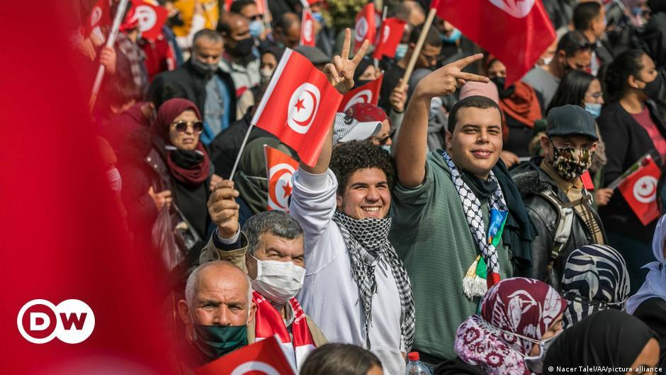Tunus'ta binlerce En Nahda yanlısı sokağa döküldü
