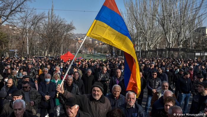 Протестующие в Ереване 27 февраля 2021 года