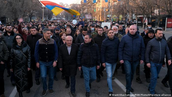 Erivan'da muhaliflerin düzenlediği bir gösteri