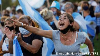 Протесты против коррупции вокруг прививок от коронавируса в Буэнос-Айресе