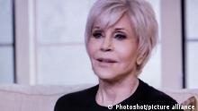 Jane Fonda mit grauen Haaren