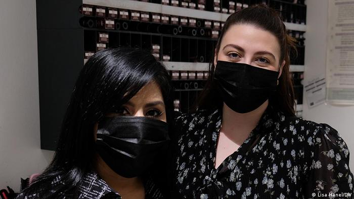 Melis Düzgün and Joleen Märzhäuser wearing face masks