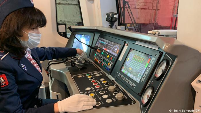 Работа в метро девушкам москва модельный бизнес новохопёрск