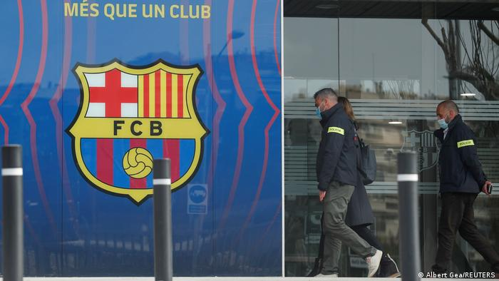 Police enter offices of FC Barcelona