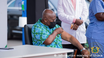 Ghana Accra | 37 Militärkrankenhaus: Nana Akufo-Addo wird geimpft