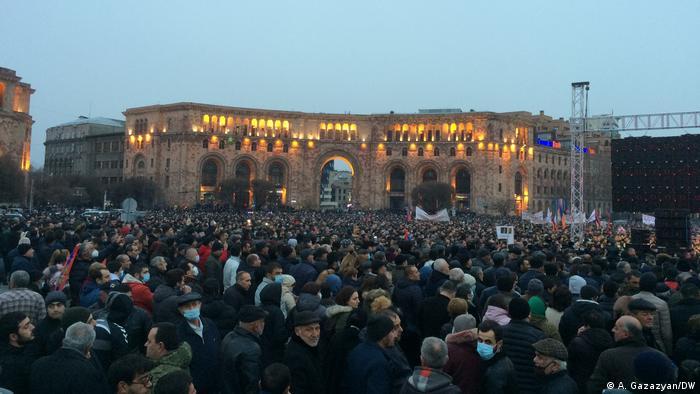 Сторонники Никола Пашиняна в центре Еревана