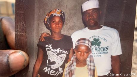 Abducted by Islamists: 16-year-old Muanarabo Oliveira in a family photo with father and sister
