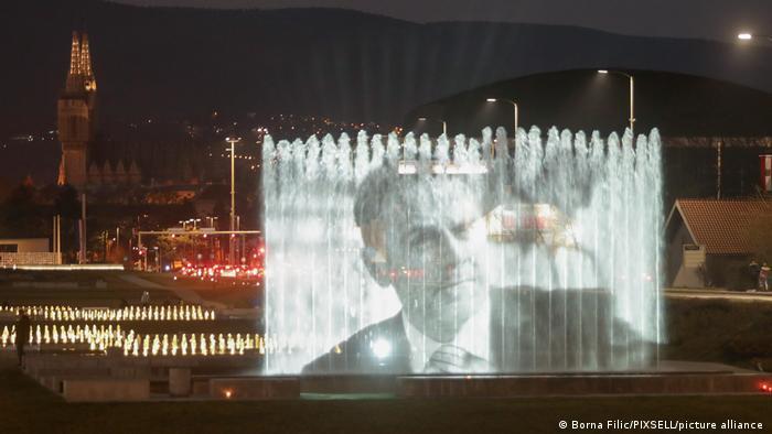 """Na """"Bandićevim"""" fontanama projektovna je, nakon smrti gradonačelnika, njegova slika"""