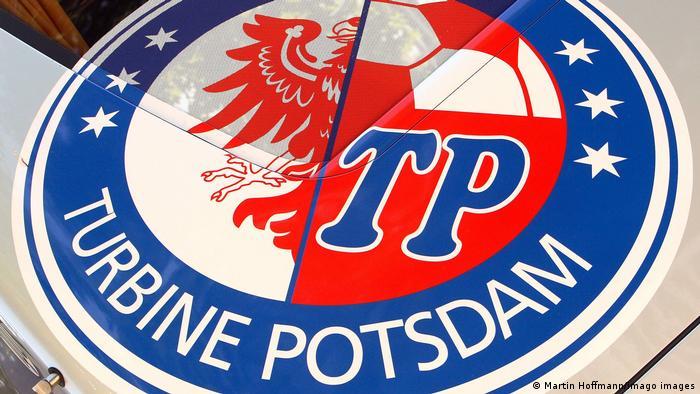 Turbine Potsdam Logo auf dem Vereinsbus