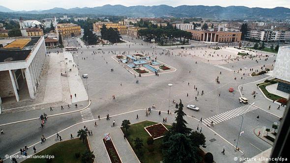Flash-Galerie Albanien Wende 1990 Tirana Parlamentsgebäude