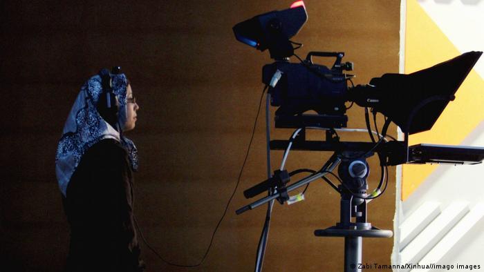 Afghanistan Kabukl  Kamerafrau in Studio von Negah TV