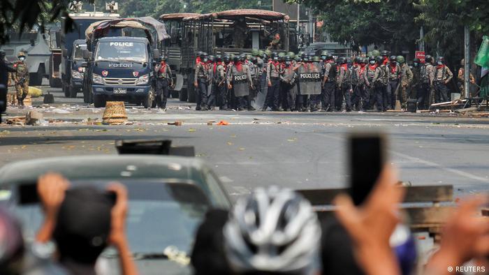 Myanmar   Demonstration gegen Militärputsch