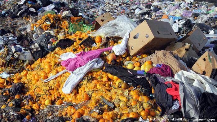 Ukraine Dnipro | Lebensmittelverschwendung - Weggeschmissene Lebensmittel