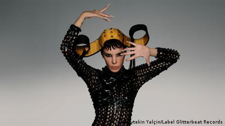 DW Kultur 21 l türkische Musikerin Gaye Su Akyol