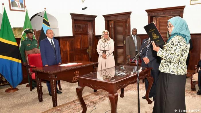 Afrika Sansiba Amtseinführung Staatsministerin